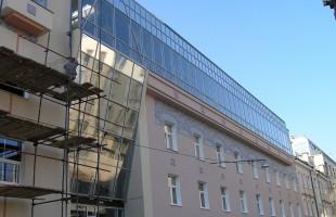 Установка пластиковых окон, дверей, перегородок в офисах и общественных зданиях